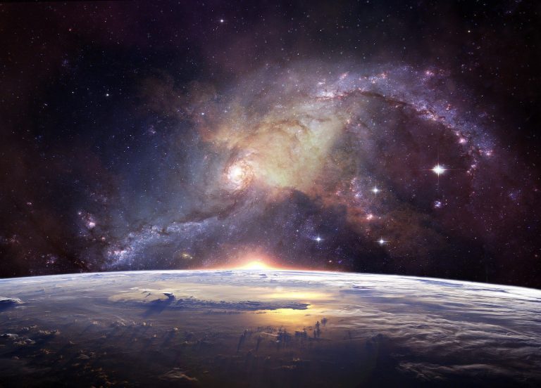 החלל וכדור הארץ