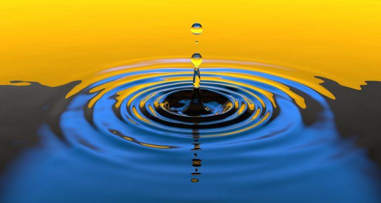 אדוות של טיפת מים