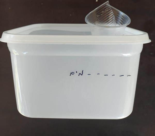 שלב אחרון - קו שצוייר על המיכל מסמן את כמות מילוי המים