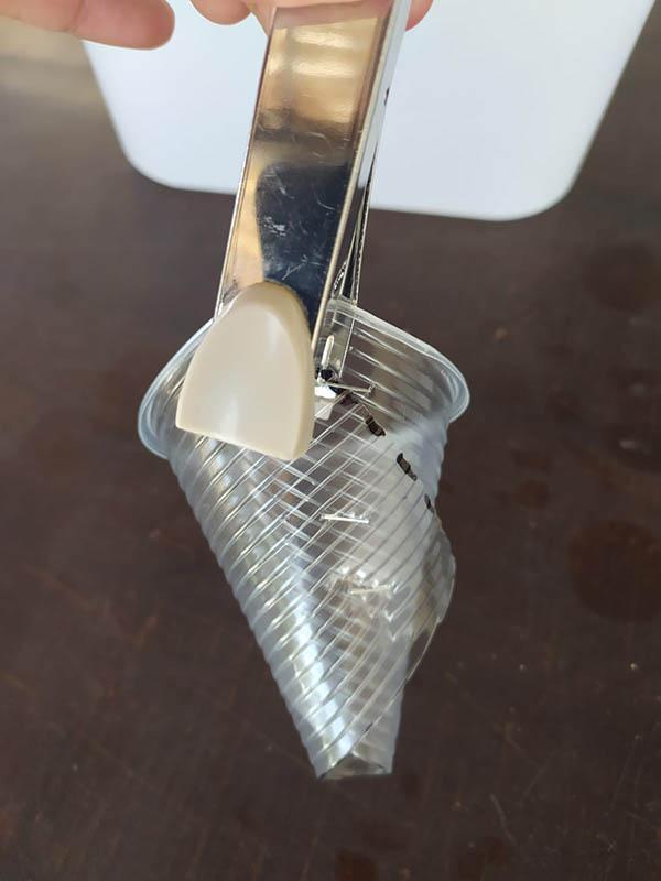 שלב שני - יצירת כוס שתילה באמצעות שדכן
